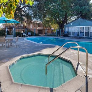 Community pool, jacuzzi and clubhouse